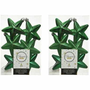 12x kerstgroene kunststof sterren kerstballen/ kersthangers 7 cm kerstversiering