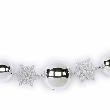 1x zilveren kerst raamslingers met ballen en sneeuwvlokken 116 cm kerstversiering