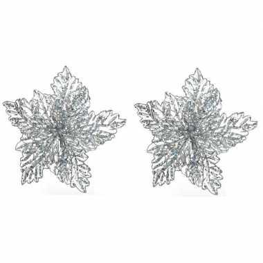 2x kerstbloemen versiering zilveren glitter kerstster/poinsettia op c