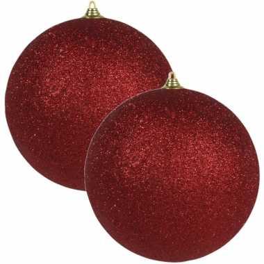 2x rode grote kerstballen met glitter kunststof 13,5 cm kerstversiering