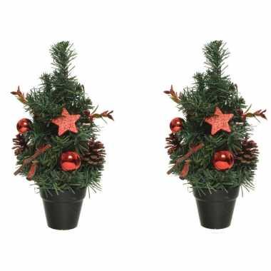 2x stuks mini kunst kerstbomen/kunstbomen met rode versiering 30 cm kerstversiering