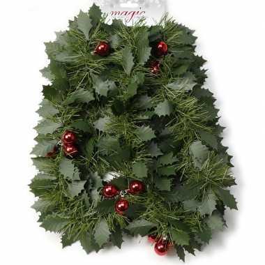 Groene kerst hulst/dennenslinger guirlandes met besjes 270 cm kerstversiering