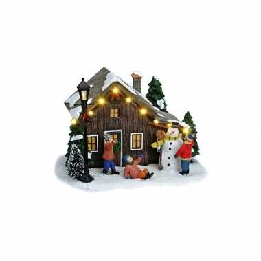 Kerstdorp huis met kinderen kerst versiering kerstversiering