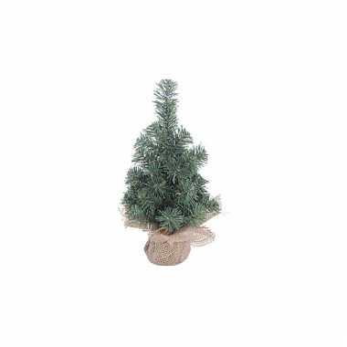 Kleine kerstboom met houten voet kerstversiering