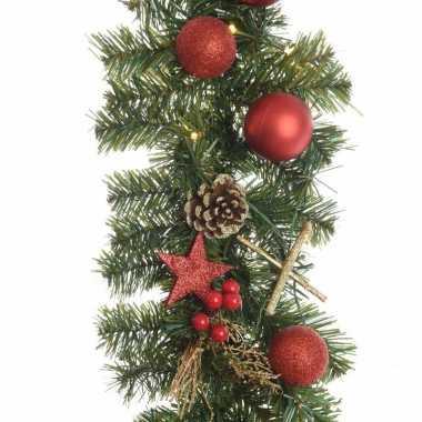 https://www.kerst-versieringen.nl/img/528/1/kunst-guirlande-met-lichtjes-en-kerstballen-rood-kerstversiering.jpg
