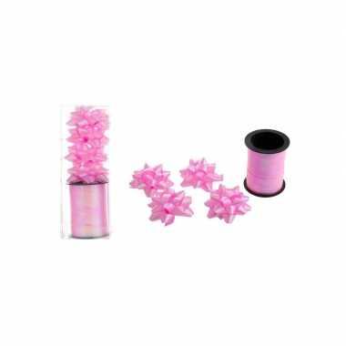 Roze cadeaulint / 4 strikjes kerstversiering