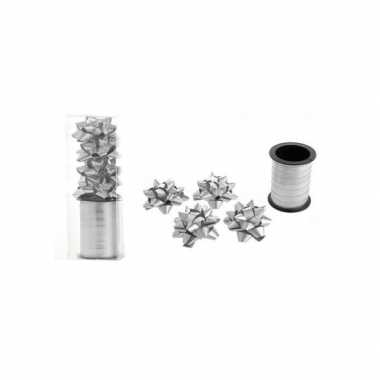 Zilver cadeaulint / 4 strikjes kerstversiering
